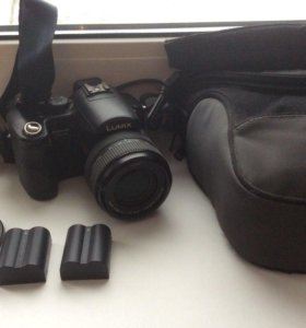 Зеркалка Panasonic Lumix DMC-FZ50 + чехол + два ак