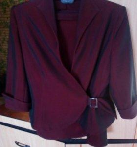 Костюм (пиджак, юбка выше колен)