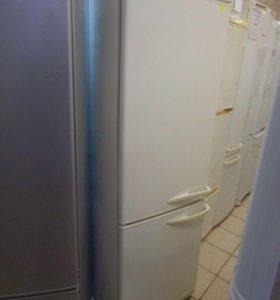 Холодильник Stinol с морозилкой снизу.