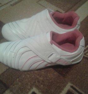 Кроссовки и туфли на девочку