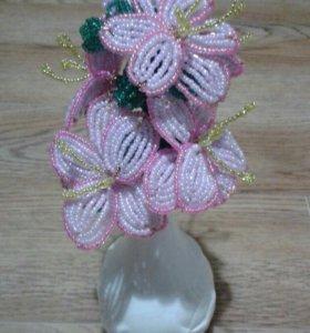 цветочек из бисера(ручная работа)