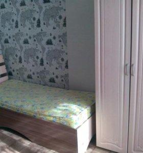 Кровать и 2 шкафа