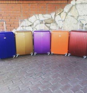 Пластиковые чемоданы на колесах