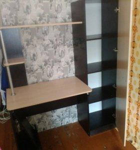 Очень удобный стол со шкафом.