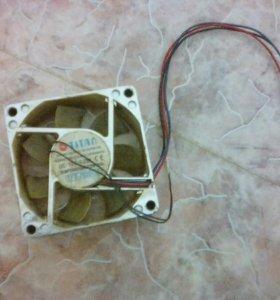 Вентилятор системы охлаждения.