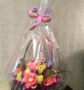 Корзины цветов с конфетами