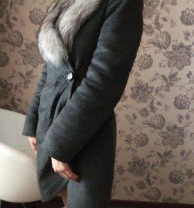 Новое утеплённое пальто с натуральным мехом