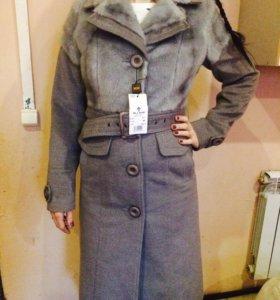 Пальто новое продам мех под норку