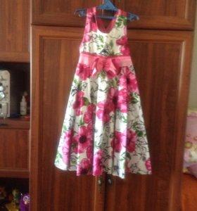 Нарядное платье сарафан.