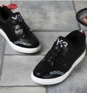 Кроссовки adidas. НОВЫЕ