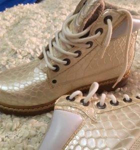 Ботинки осенние новые.