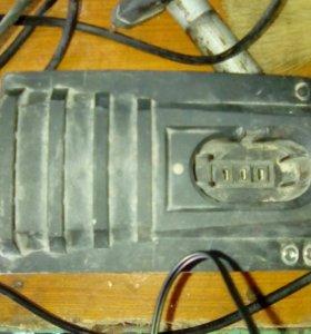 Зарядник на шуруповерт