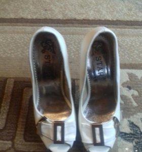 Туфли новые ,размер 35