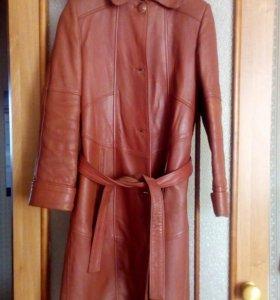 Кожаное пальто (44 размер)