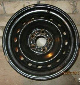 Штампованные диски R16 Nissan