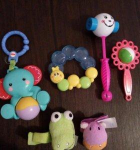 Игрушки-погремушки для малышей