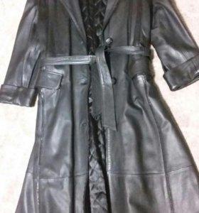 Пальто-плащ жен.кожа