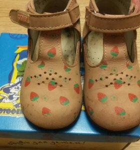 Обувь на девочку 22р