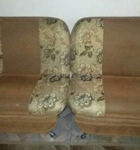 2 больших кресла