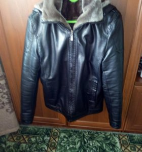 Продам,теплую,мужскую куртку,с капюшоном.новая