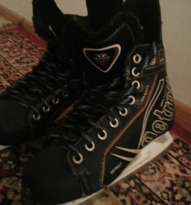 Хоккейные коньки срочно