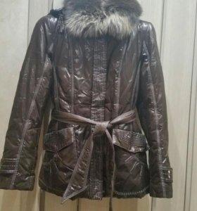 Куртка демисезонная с натуральным мехом.
