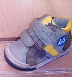 Ботиночки для мальчика размеры 21,22