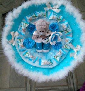 Букетик из конфет,цветов и мишки