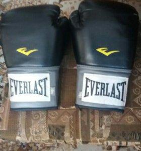 Продам боксерские перчатки. Капа в подарок