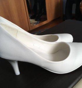 Туфли гладкие белые
