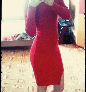 Красивое платье новое.