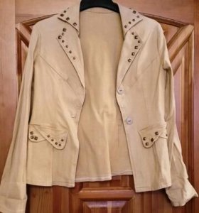 Куртка хлопковая с заклепками + футболка в подарок