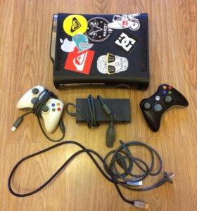 Xbox 360 120Гб lt 3.0 ( 2 джойстика)