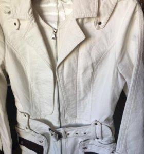Куртка белая демисезон
