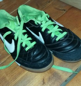Кроссовки Nike TIEMPO