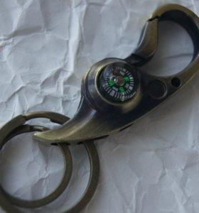Брелок-карабин с компасом.