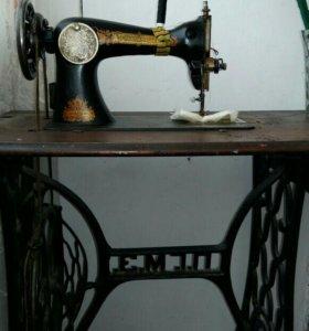 Раритетная швейная машинка