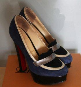 1. Шикарные туфли Christian Louboutin