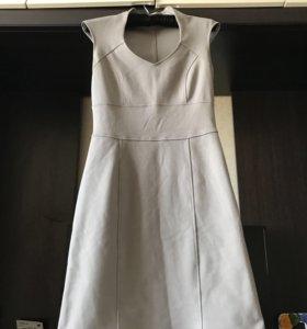 Платье-футляр.