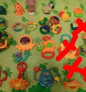 Очень много развивающих игрушек
