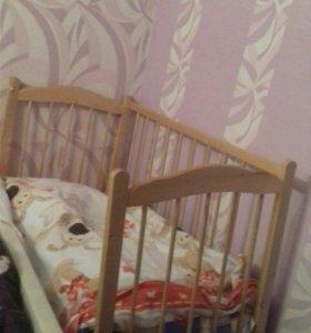 Продам детскую кровать с матрасом.