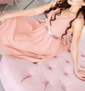 Кокетливое весеннее платье