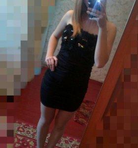 Платье черное.