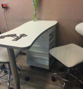 Стол маникюрный.2 стула.