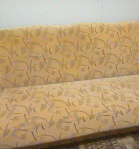 Мягкий диван.