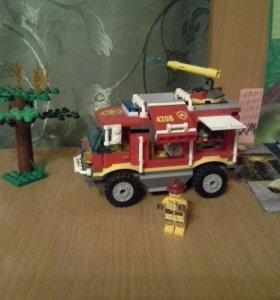 Лего лесная пожарная машина.