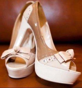 Бежевые туфли новые