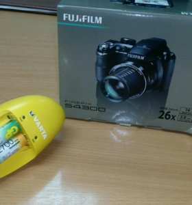 Фотоаппарат FujiFilm S4300 +ЗУ Varta+ аккумуляторы