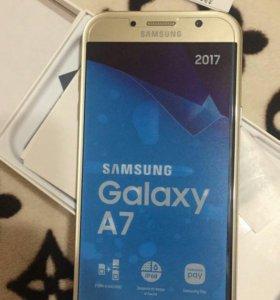 Самсунг А7 2017 года 32g новый.