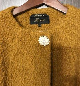 Шикарное пальто ярко медового Цвета р 48